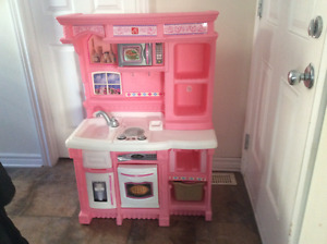 Step 2 kitchen with accessories