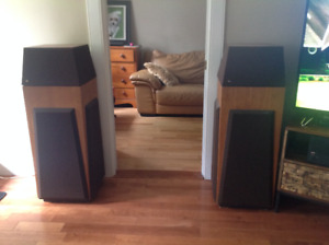 1 Pair of Legendary DBX Soundfield 1A Speakers