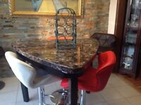Table de bar et table a manger avec 3 chaises