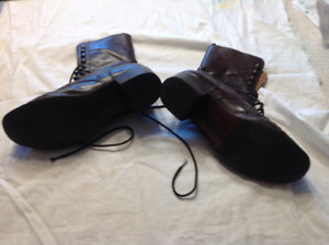 Size 39 or 8 1/2 Women,s Leather insideAnd outisde Leather Boots