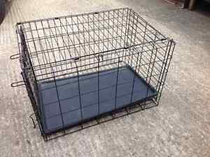 Medium sized collapsable  wire dog crate with heating pad