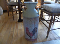 Metal decor can with rooster