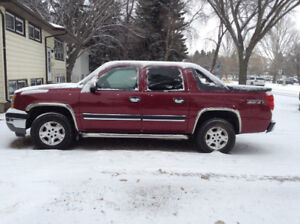 2005 Chevrolet Avalanche Z71 4x4          ****  Must Sell. *****