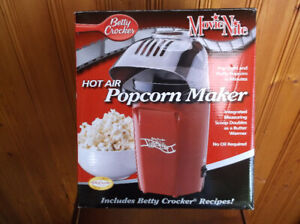 BETTY CROCKER MOVIE NITE POPCORN MAKER *NEW IN BOX*