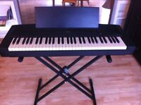 Yamaha 61 key digital keyboard