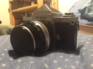 Nikon F camera and lens mint condition, vintage
