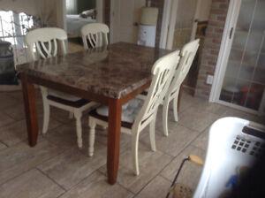 Table de cuisine et 6 chaises