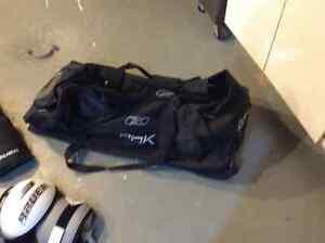 Hockey pants, shoulder pads and mask, bag Peterborough Peterborough Area image 5