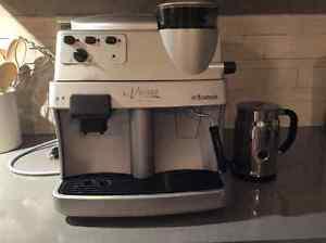 Machine café Saeco et mousseur à lait Nespresso
