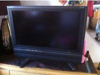 "24""INCH SHARP AQUOS fLAT SCREEN TV WITH SOUND BAR £80.00."