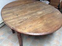 Table antique en chêne.