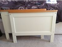 Cream/Pine cotbed