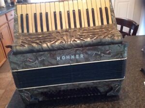 Hohner vintage piano accordian