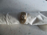 Men 10 karat gold ring with small diamond