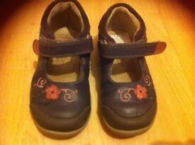 Girls Clark shoes infant size 6.5G