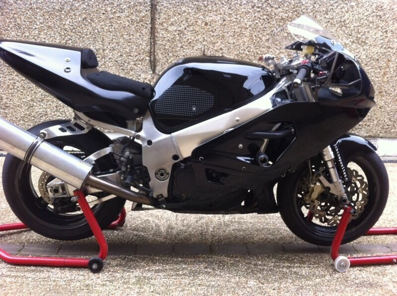 suzuki gsxr 750 srad track race bike in kidlington oxfordshire gumtree. Black Bedroom Furniture Sets. Home Design Ideas