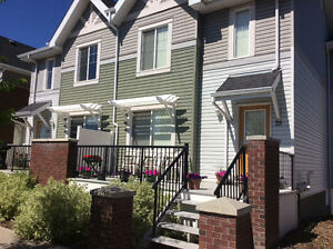 Luxury townhouse - great location!