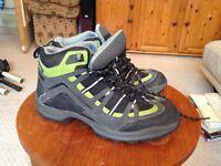 Queche walking boots - size 6.5