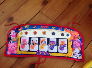 Jouet musical  pour bassinette tFisher Price