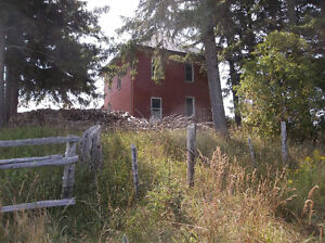 5.66 ACRE PROPERTY WITH HOUSE AND BANK BARN