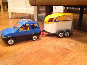 Playmobile SUV with horse trailer