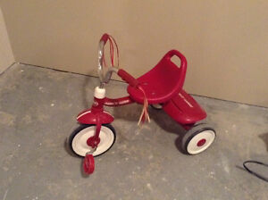 Tricycle radio-flyer