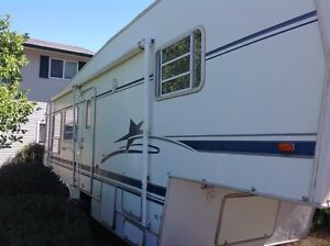 32' fifth wheel with slide ind excellent condition