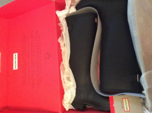 HUNTER boots (size 5: black mate & black gloss ) ( size 6: Red )