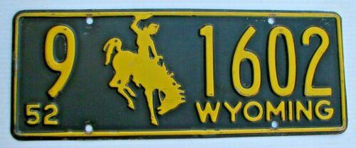 "1952 WYOMING  AUTO  LICENSE PLATE  "" 9  1602 "" WY 52 BUCKING BRONCO ALL ORIGINAL"