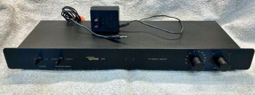 """Magnum Dynalab 205 """"Signal Sleuth"""" FM Antenna Signal Amplifier"""