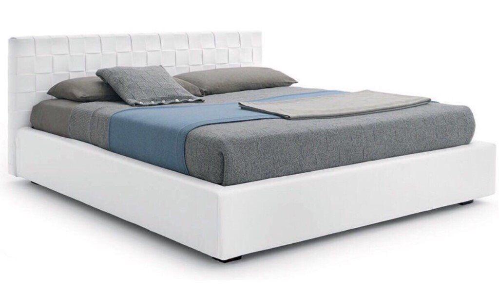 Moder Italian designer king size bed