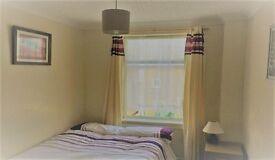 Smart clean quiet double, NO Council tax / fees, parking- in just renovated clean smart house, £95