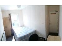 Double bedroom, three bathrooms, Bullingdon Road, Sainsbury, Tesco, including bills, available NOW