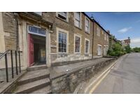 Charming Attic Flat. Private parking. Close to Frome town centre