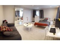 Massive double bedroom in stunning house near Redhill/Gatwick - BILLS INCLUDED