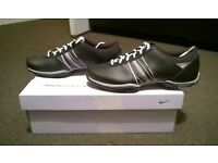 Ladies Nike Delight Brand new Golf shoes. Size 7. Plus Footjoy gloves & brand new Footjoy golf socks