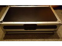 Flight case (for Pioneer XDJ-Aero, or others) with sliding shelf for laptop, like new