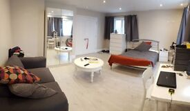 Very large bedroom in stunning house near Redhill