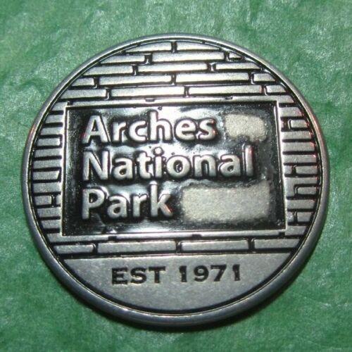 ARCHES NATIONAL PARK DELICATE ARCH UTAH METAL TOKEN TRAVEL SOUVENIR -T15