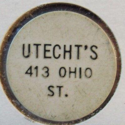 Vintage Utecht's Oshkosh, WI White Plastic Trade Token Wisconsin