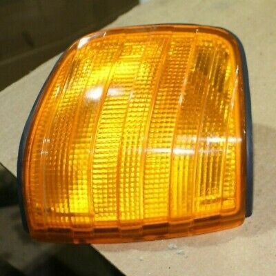 1//76-1//85 Blinker gelb rechts MERCEDES W123 sedan 200-280E