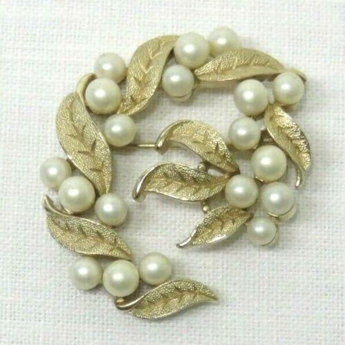 Vintage Faux Pearl & Leaf Design 60