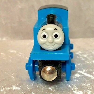 Thomas the Tank Engine wooden with smiling face with magnet  - NEW