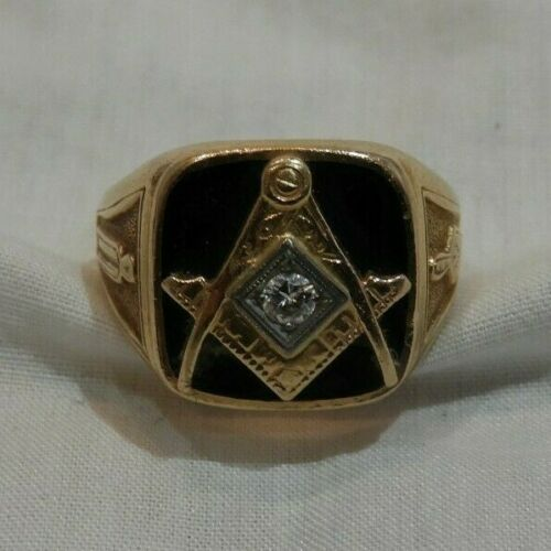 Antique 14K Yellow Gold with Onyx & Center Diamond Masonic Ring Size 7.5