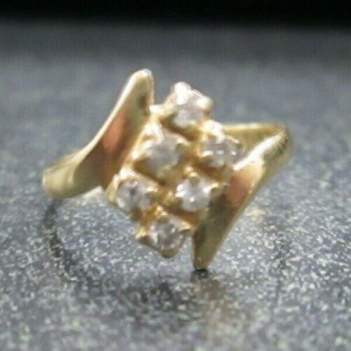 14 Karat Yellow Gold Ring w/ Diamond Chips (Size 2.25, 1.1 Grams)