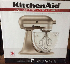 KitchenAid Stand Mixer ~~NEW