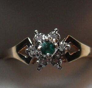10k yellow gold Diamond Cluster with an Emerald Ring - Size 7