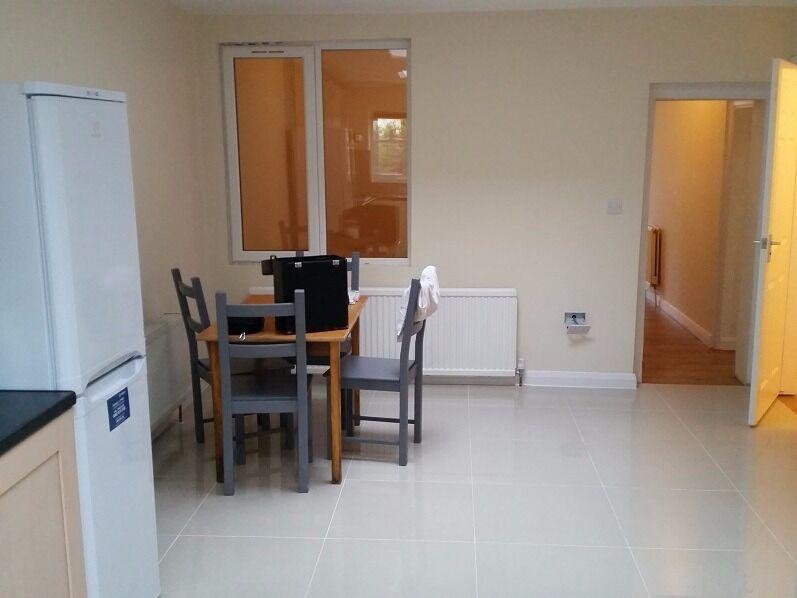 refurbished 3bed flat,close to station, garden, free parking