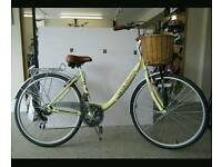City Discovery vintage style cream bicycle with basket