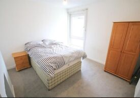 Very Large Double Rooms close to Lakeside and QA